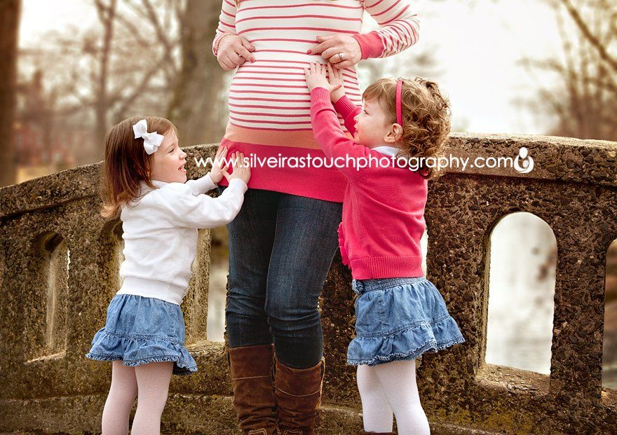 maternity photo shoot with twins